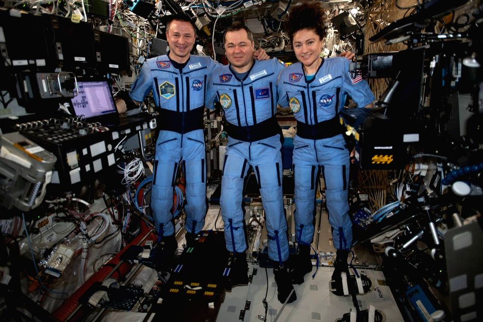 3 space travellers return to a different Earth hit by COVID-19.