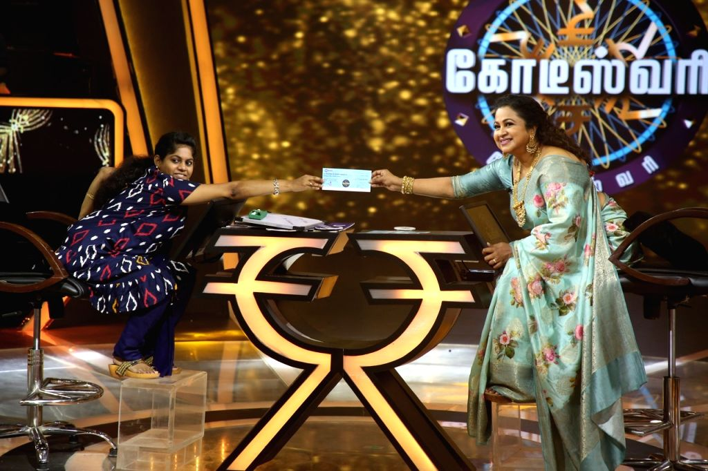 """31- year-old Kousalya Kharthika who has become the first ever differently-abled woman to bag the jackpot prize money of Rs 1 crore on """"Kodeeswari"""" -- Tamil version of the reality game show """"Kaun Banega Crorepati"""", receives the cheque from Radikaa Sar"""