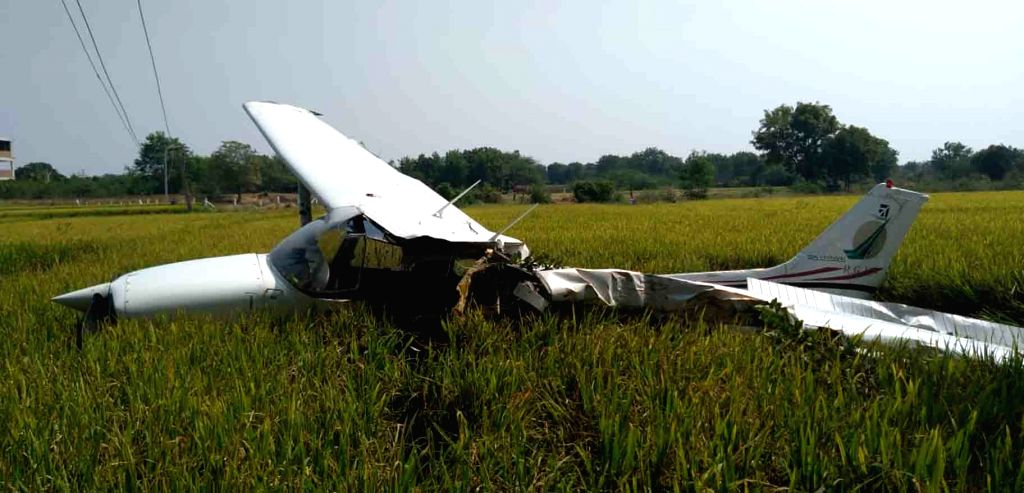 4 die in plane crash at California airpor