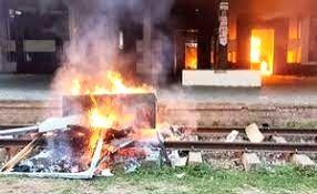 4 died -12 injured in clash with police in Hathazari-Hefazat calls dawn-to-dusk hartal.