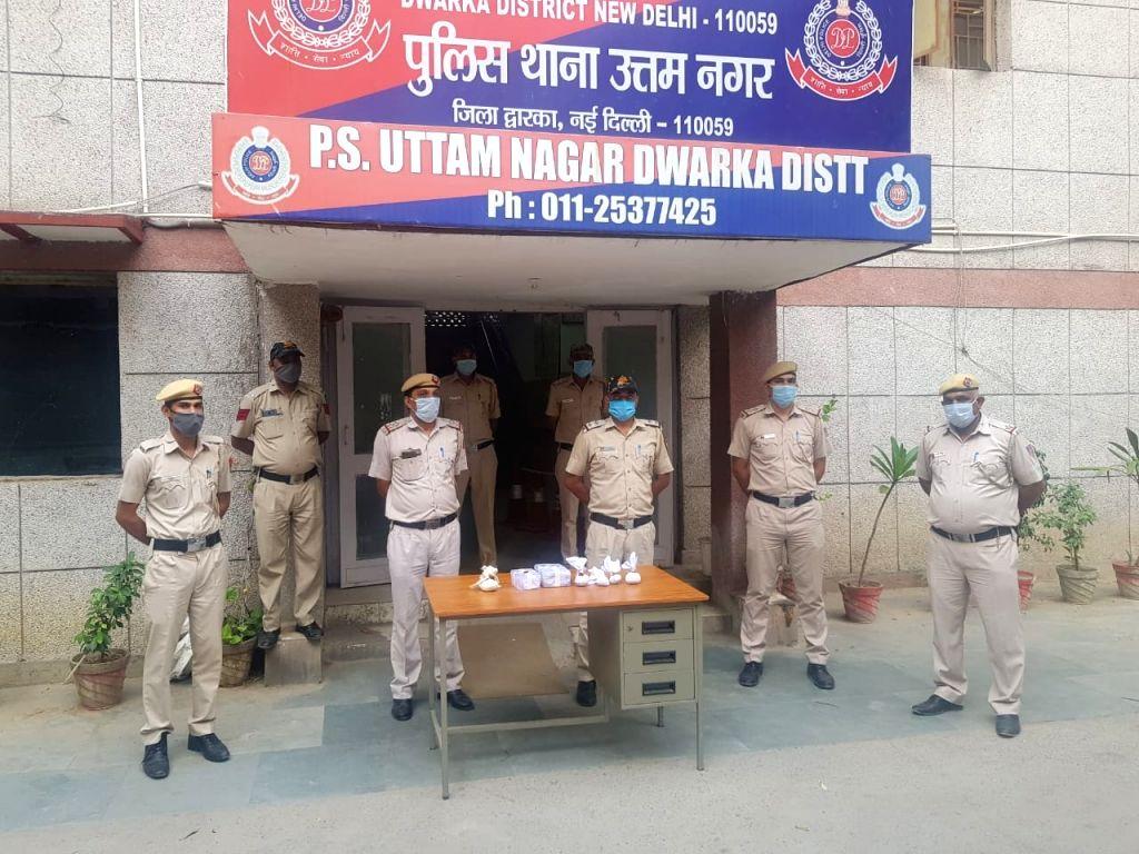 5 Drug Peddlers arrested Including 2 women in Delhi, 3 Crores Worth Drug Seized.
