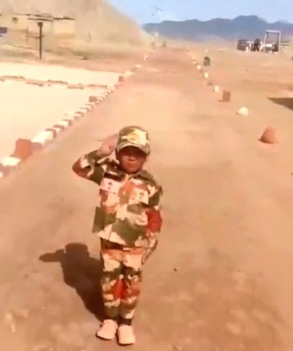 5-yr-old Ladakh boy again winning hearts, in ITBP fatigues. (photo:/ twitter.com/ITBP)