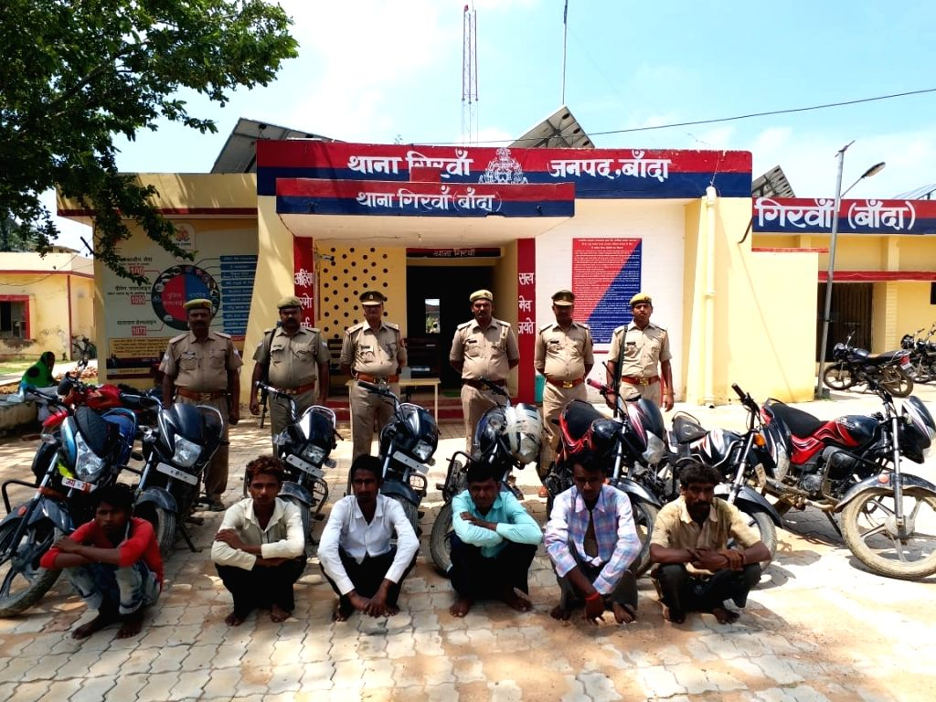 6 vehicle thieves arrested along with 8 stolen motorcycles.