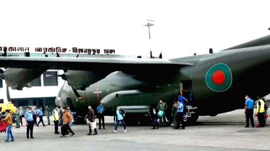 71 Bangladeshis return home from Beirut.