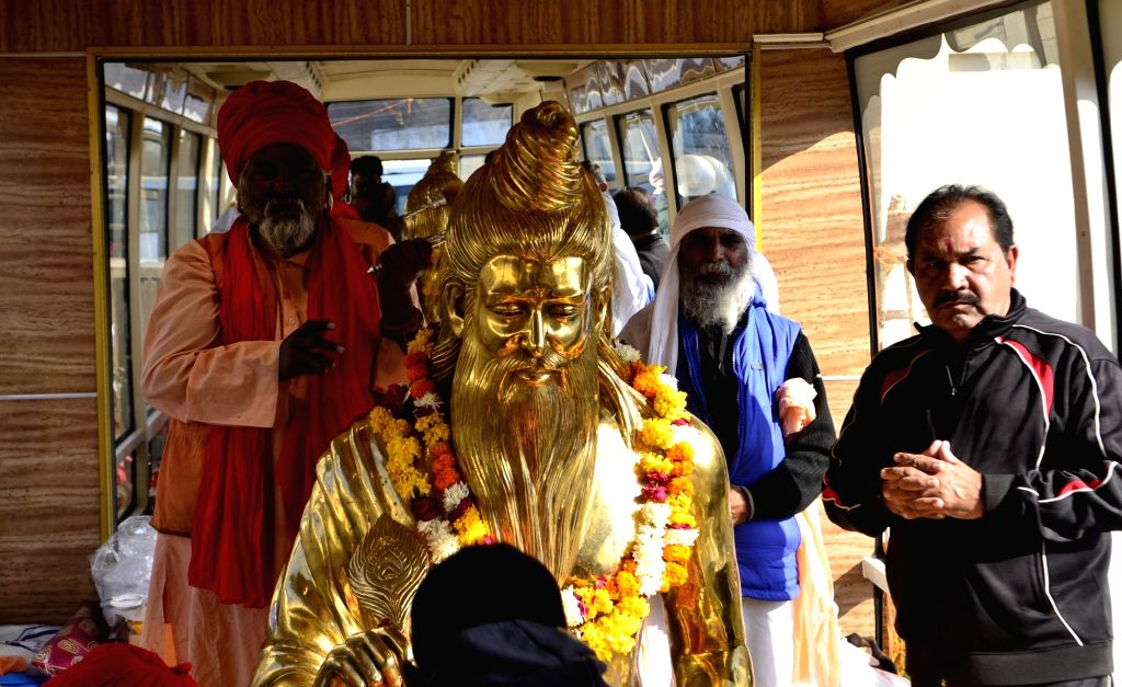 800 kg gold-plated idol of Lord Valmiki that will be installed at Ram Tirath during Bhagwan Valmiki Darshan Yatra in Amritsar on Nov 28, 2016.