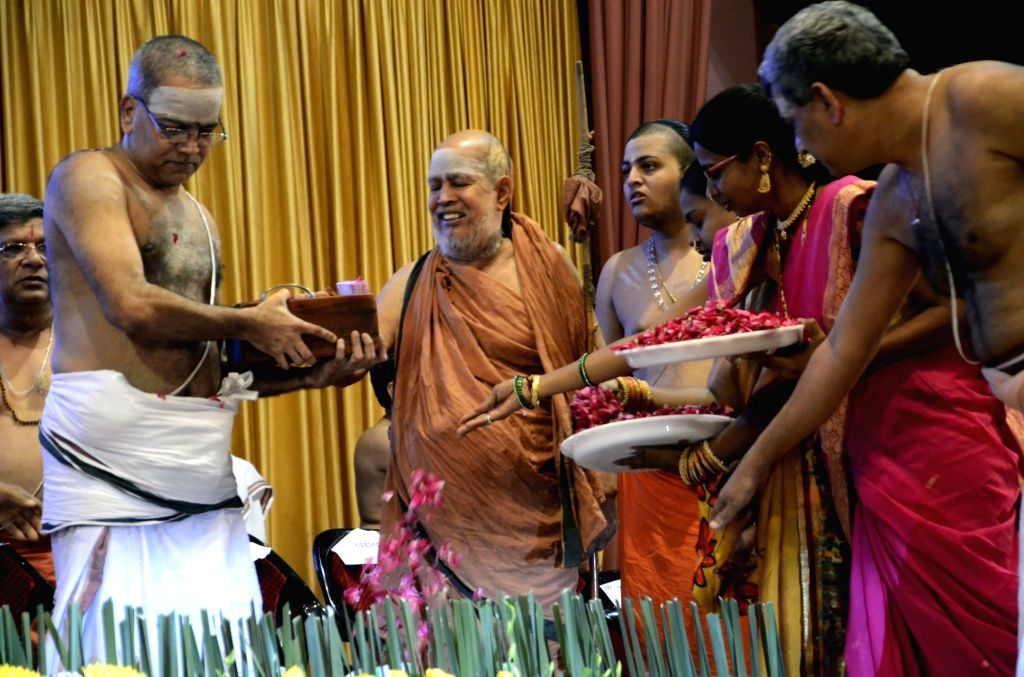 81st birth anniversary celebrations of Kanchi Sankaracharya Jayendra Saraswathi underway at Swami Narayan Mandir in Mumbai, on Nov 14, 2015.