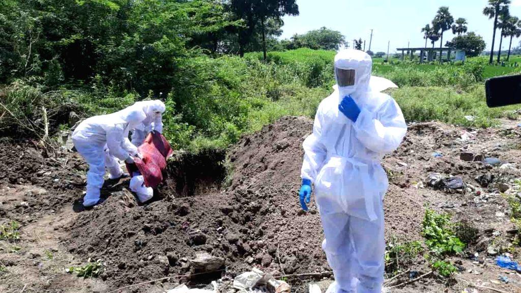 A Corona victim's body being buried in Venkatapuram village in Thorrur of Mahabubabad district of Telangana on Aug 31, 2020.