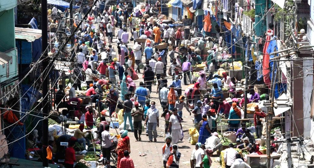 A crowded Mithapur vegetable market seen on Day 8 of the 21-day nationwide lockdown imposed as a precautionary measure to contain the spread of coronavirus, in Patna on Apr 1, 2020.