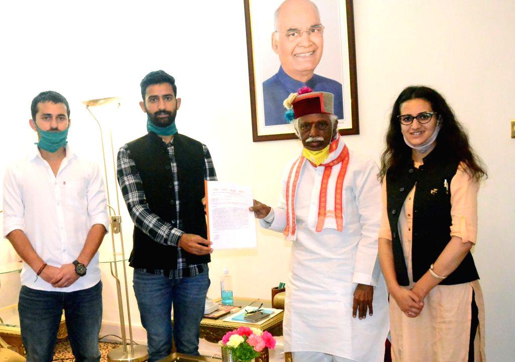A delegation of Akhil Bharatiya Vidyarthi Parishad (ABVP) called on Himachal Pradesh Governor Bandaru Dattatreya at Raj Bhavan in Shimla on Sep 14, 2020. The delegation presented a memorandum ...