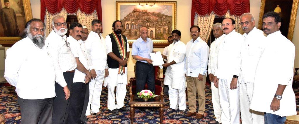 A delegation of all Opposition parties led by Telangana Congress President N. Uttam Kumar Reddy and Congress Legislature Party (CLP) leader Mallu Bhatti Vikramarka meet Andhra Pradesh and ...