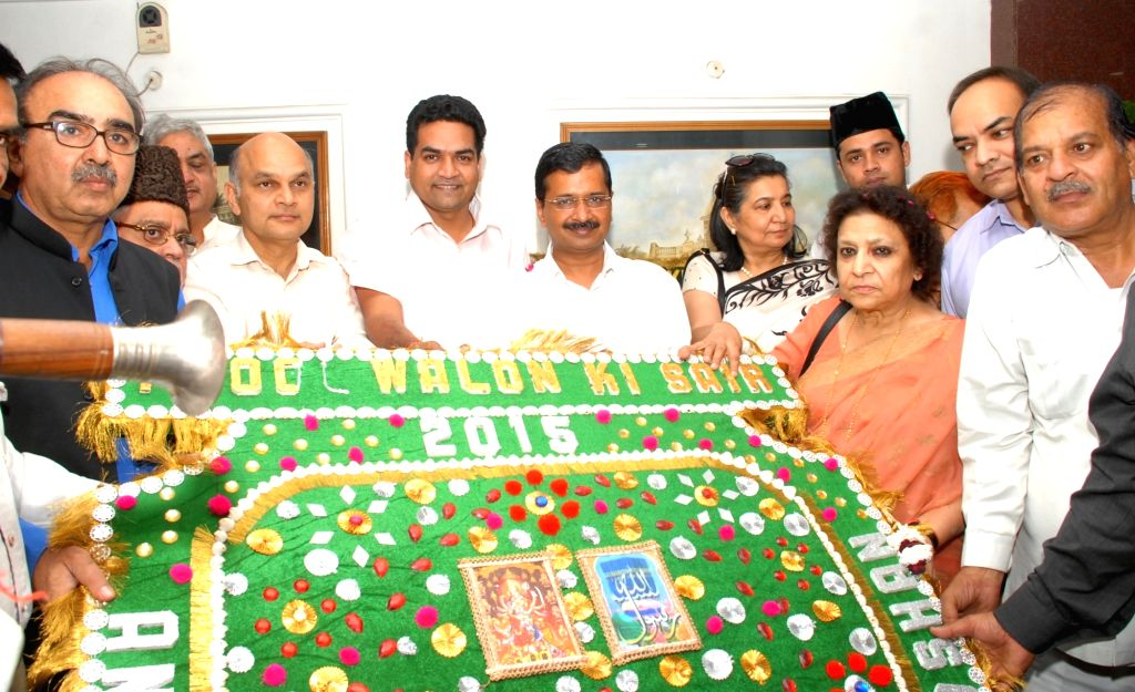 A delegation of Anjuman Sair-e-Gul Faroshan the organisers of Phool Waalon Ki Sair calls on the Delhi Chief Minister Arvind Kejriwal in New Delhi on Nov. 16, 2015.