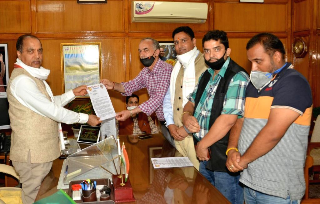 A delegation of Hindu Jagran Manch, Himachal Pradesh led by its President Kashmir Chand Sadyal calls on Chief Minister Jai Ram Thakur, in Shimla on July 4, 2020. - Jai Ram Thakur