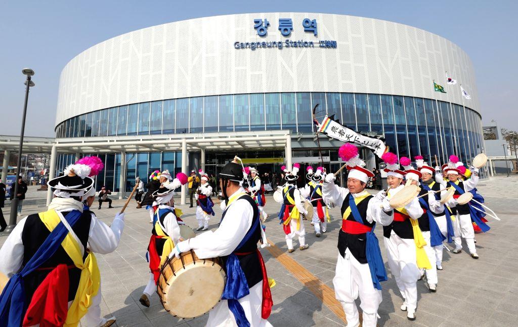 A farmers' art troupe performs in front of Gangneung Station in Gangneung, a sub-host city of the ongoing PyeongChang Winter Olympics, on Feb. 14, 2018, to celebrate the upcoming Lunar New ...