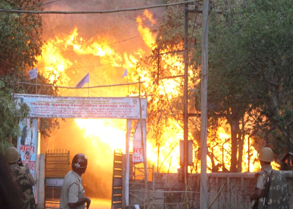 A fire breaks out after clashes between police and the encroachers who were being evicted from Jawaharbagh in Mathura on June 2, 2016.
