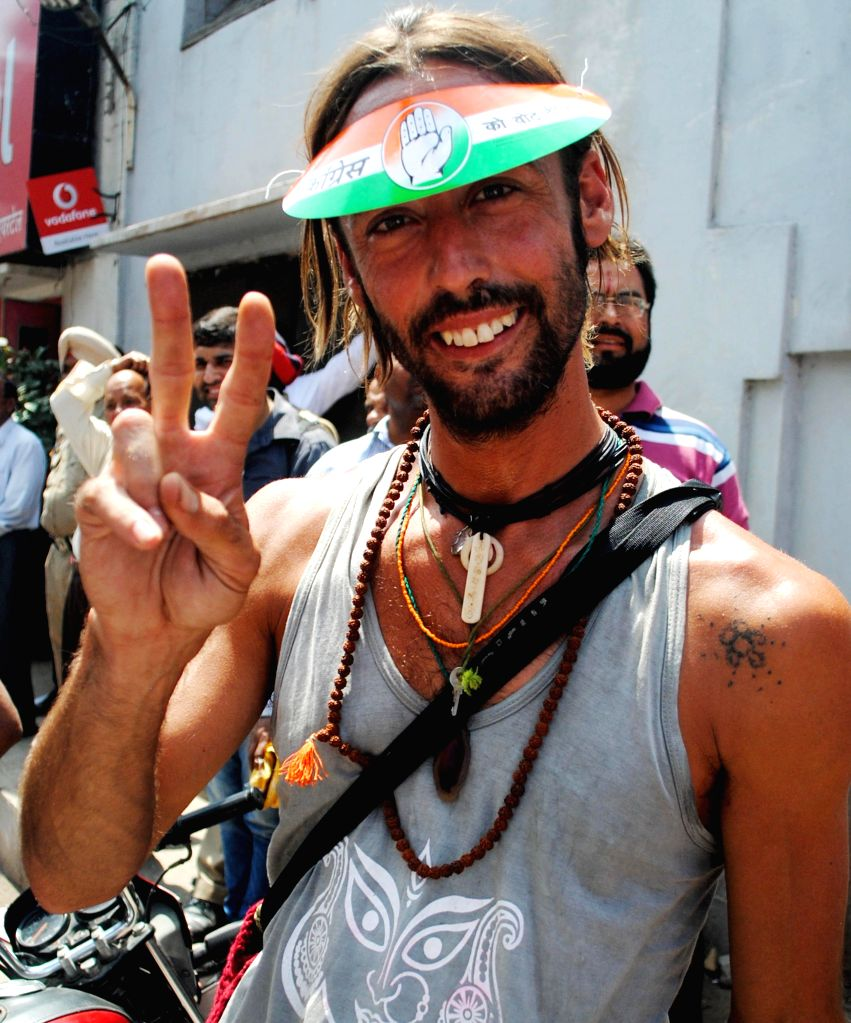 A foreigner wearing a Congress cap participates in a roadshow of Congress candidate for 2014 Lok Sabha Election from Amritsar, Captain Amarinder Singh in Amritsar on April 16, 2014. - Amarinder Singh