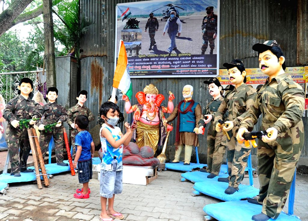 A Ganesha idol with those of Prime Minister Narendra Modi and Indian Army soldiers on RV road attract people's attention, ahead of Ganesh Chaturthi celebrations in Bengaluru on Aug 1, 2020. - Narendra Modi