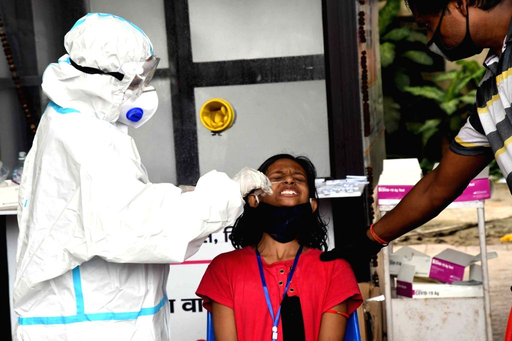 A health worker collects swab samples for COVID-19 testing, outside New Gardiner Road Hospital in Patna on Sep 1, 2020.