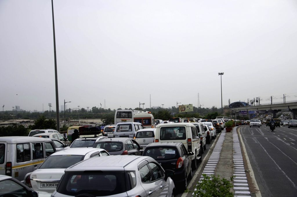 A heavy traffic jam at Akshardham flyover due to the India-Africa Forum Summit in New Delhi on Oct 28, 2015.