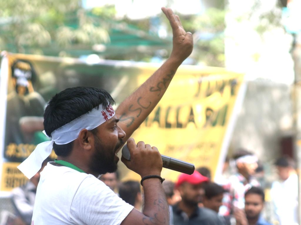 A job aspirant during a demonstration against alleged SSC exam paper leak, at Jantar Mantar in New Delhi on March 31, 2018.
