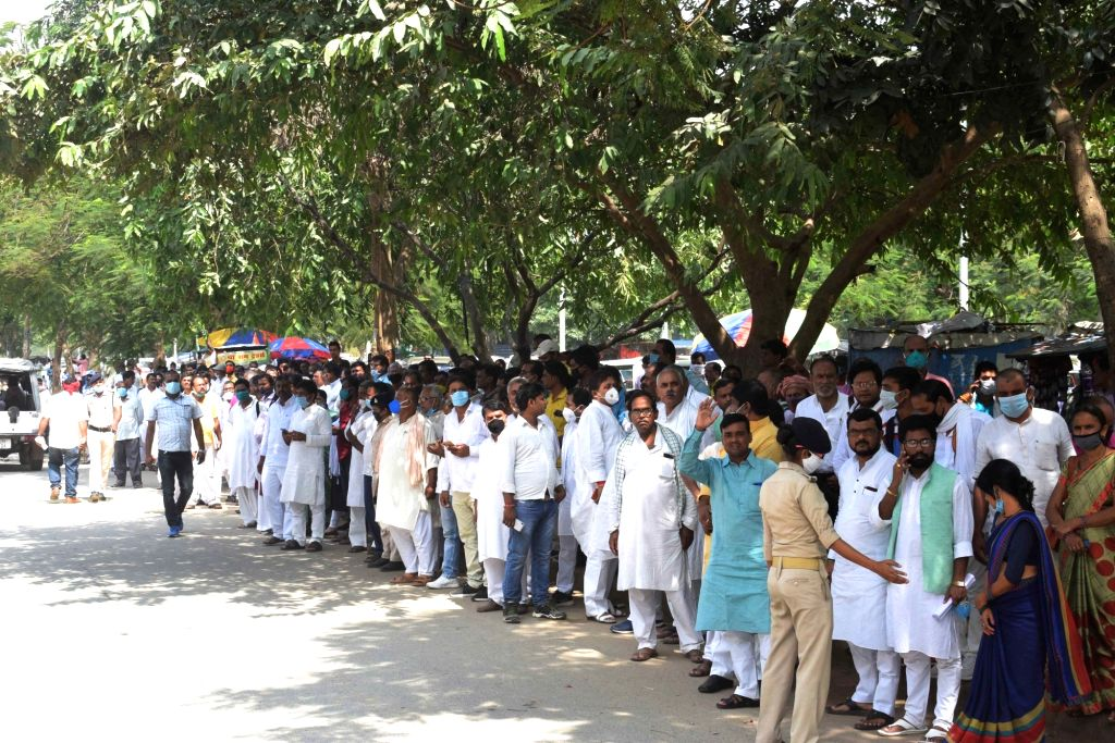 A long queue of ticket seekers seen outside JD-U office ahead of the Bihar assembly elections, in Patna on Sep 28, 2020.