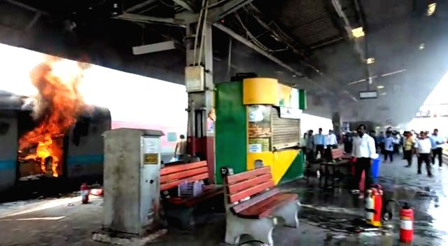 A major fire breaks out in the power car of the Chandigarh-Kochuvalli Express at platform No. 8 of the New Delhi railway station on Sep 6, 2019.