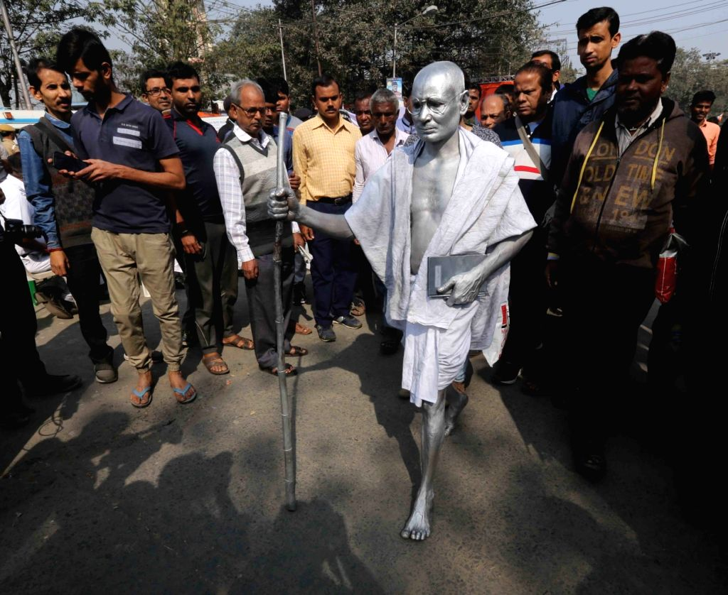 A man disguised as Mahatma Gandhi during West Bengal Chief Minister and TMC supremo Mamata Banerjee's sit-in (dharna) demonstration over the CBI's attempt to question Kolkata Police ... - Mamata Banerjee