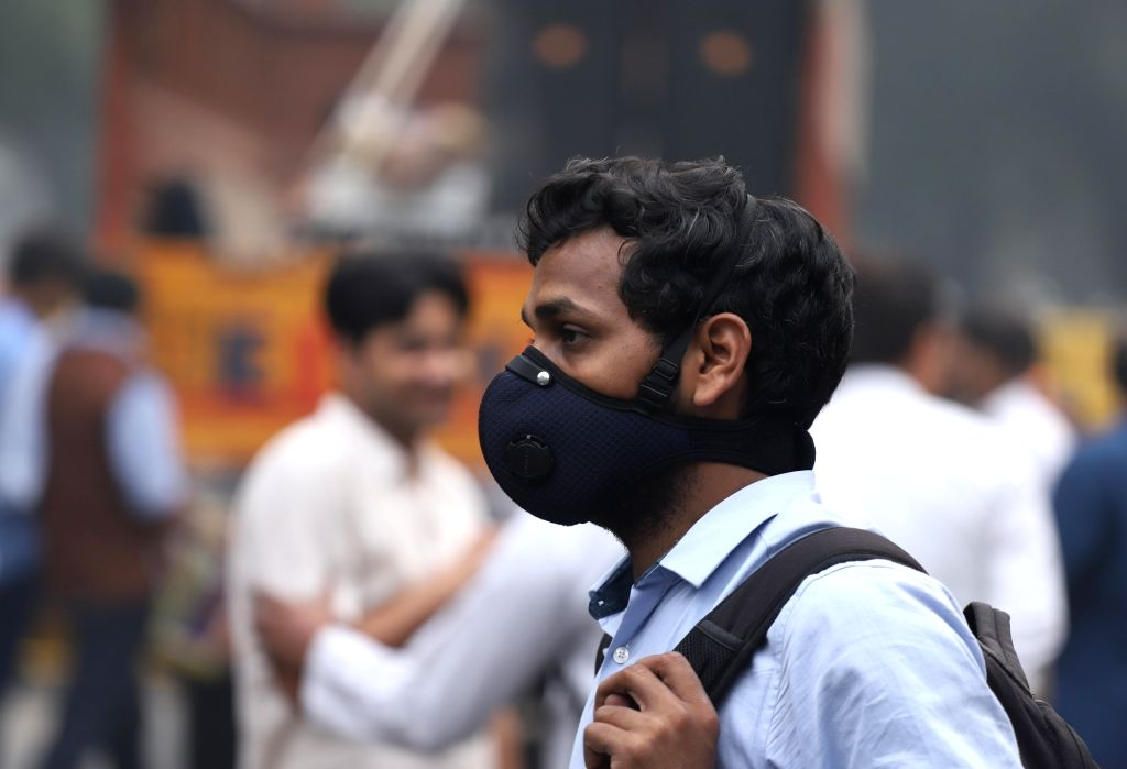 A man wears a mask to protect himself from air pollution as air quality worsens in New Delhi on Nov 15, 2019.