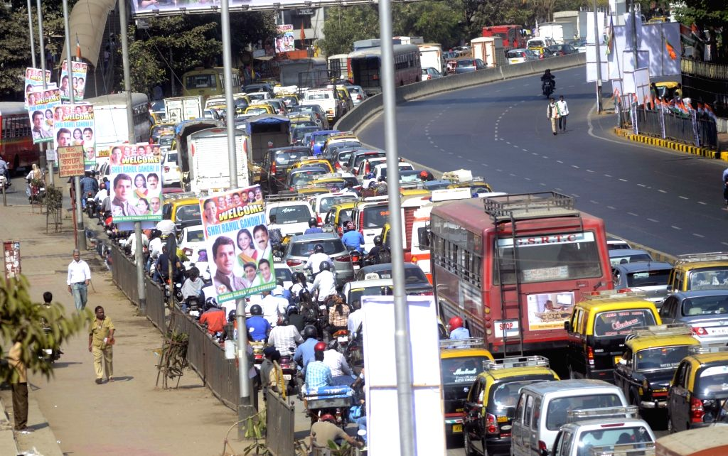 A massive traffic jam due to the Congress vice president Rahul Gandhi padyatra to Dharavi slums in Mumbai, on Jan 16, 2016.