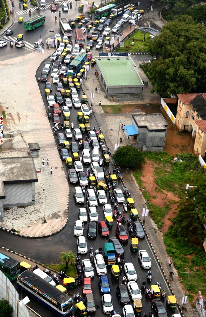 A massive traffic jam seen at Raj Bhavan road ahead of Janata Dal-Secular (JD-S) leader H.D. Kumaraswamy's swearing-in as the 25th Chief Minister of Karnataka, in Bengaluru on May 23, 2018.