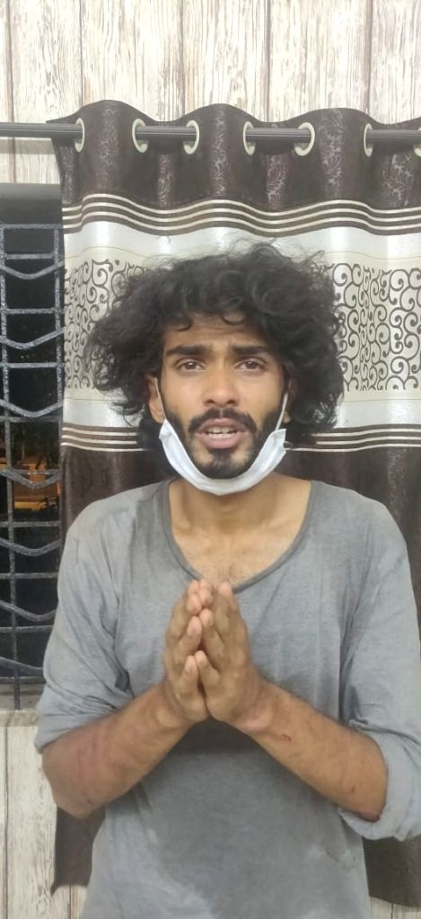 A mentally unstable architect Karan P. Nayar attacked a 3-men police team with a chopper, on Marine Drive around 2 am on Saturday.He was arrested and the 3 cops sent for treatment to ...
