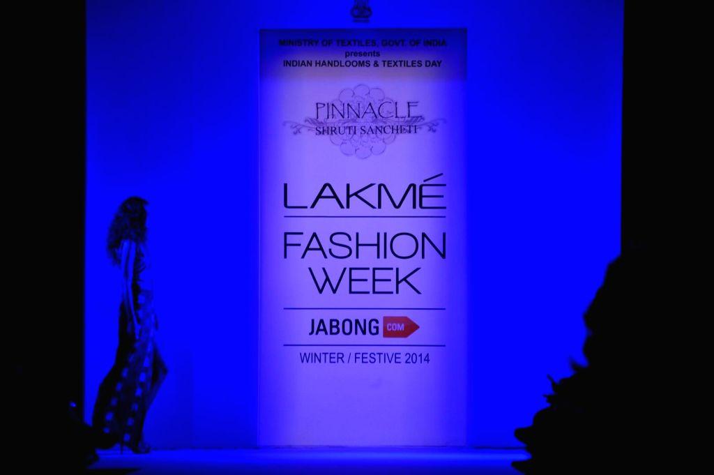 A model displays the creation of fashion designer Shruti Sancheti during the Lakme Fashion Week (LFW) Winter/ Festive 2014 in Mumbai, on Aug. 21, 2014.