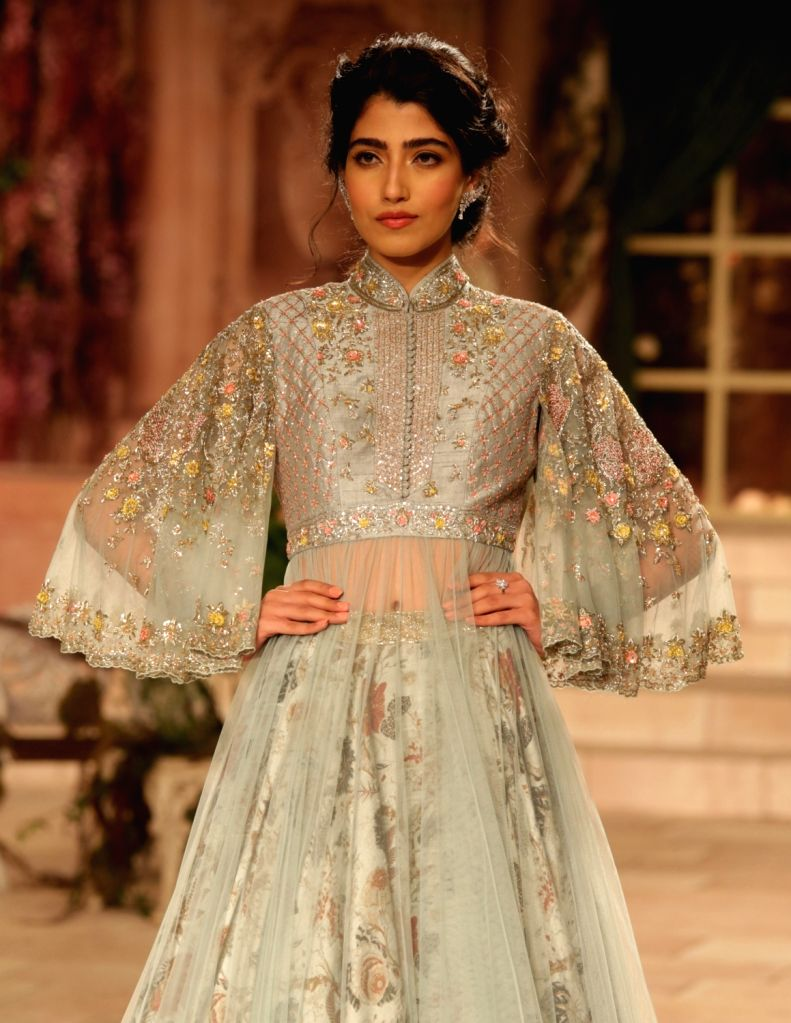 A model showcase the creations of fashion designer Anju Modi on first day of the India Couture Week 2018 in New Delhi on July 25, 2018. - Anju Modi