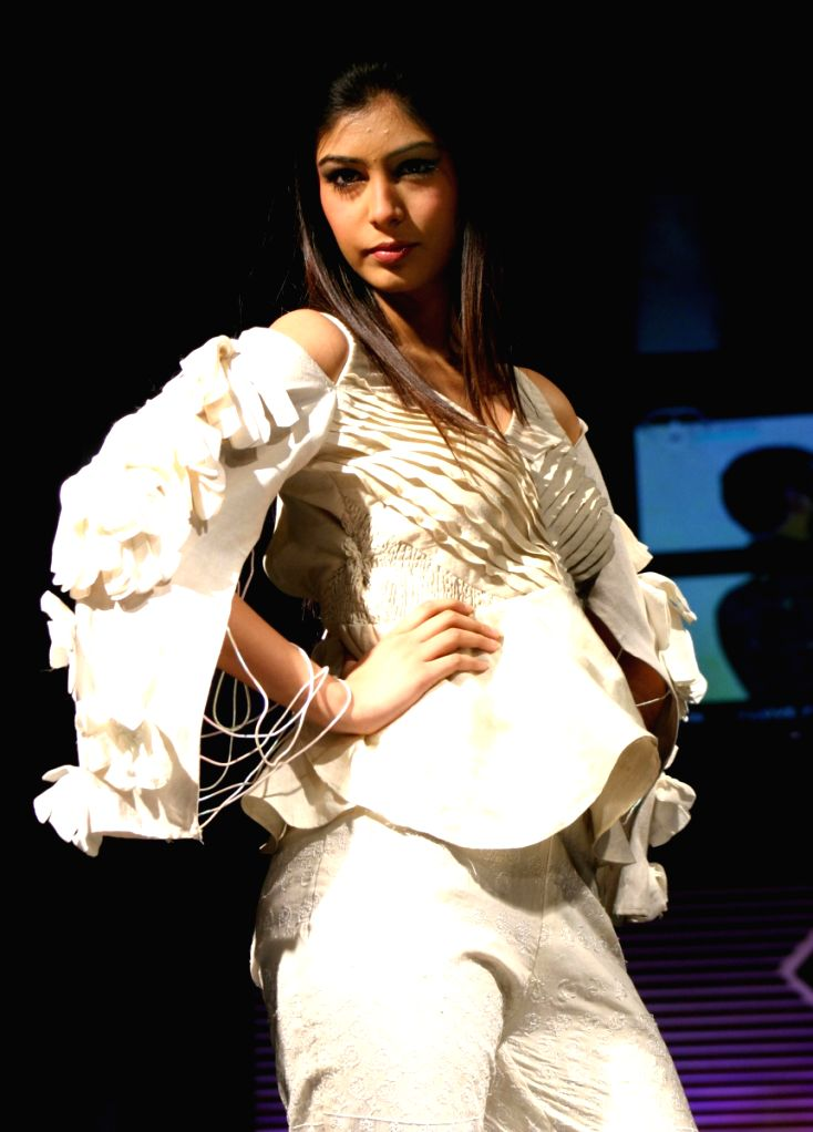 A Model Showcasing Designer Preeti Ball's Spring Summer collection 2009 at F-Bar in New Delhi on Saturday. - Showcasing Designer Preeti Balls Spring Summer