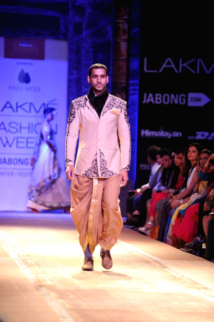 A model walks on the ramp for designer Anju Modi during the Lakme Fashion Week (LFW) Winter/ Festive 2014 in Mumbai, on Aug. 20, 2014.