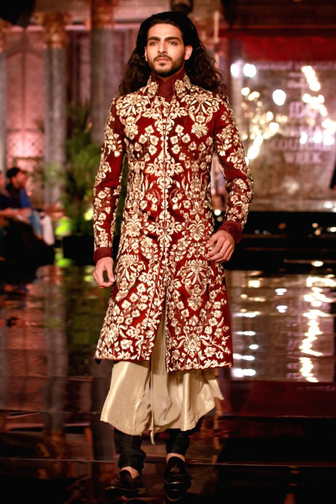 A model walks the ramp during the designer Manish Malhotra's fashion show at the FDCI India Couture Week 2016 in New Delhi on July 20, 2016. - Manish Malhotra