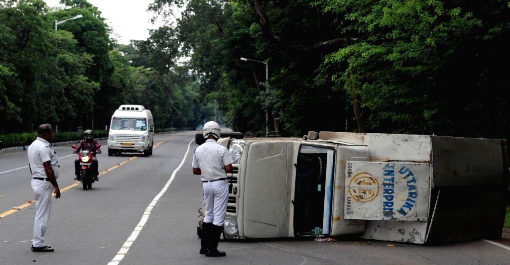 A pick-up van that overturned on Hospital Road in Kolkata on Sep 11, 2020.