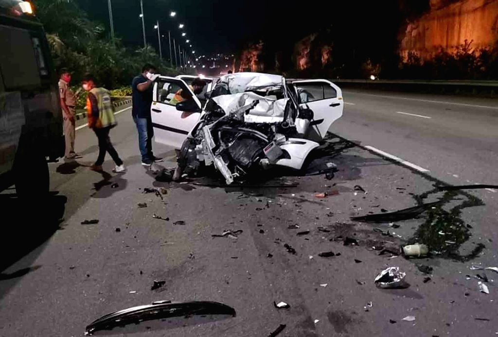 A pilot of Indigo airlines died in a car accident while he was on his way to Rajiv Gandhi International Airport in Hyderabad on Aug 3, 2020. Mahendar Singh was heading to the airport from ... - Mahendar Singh