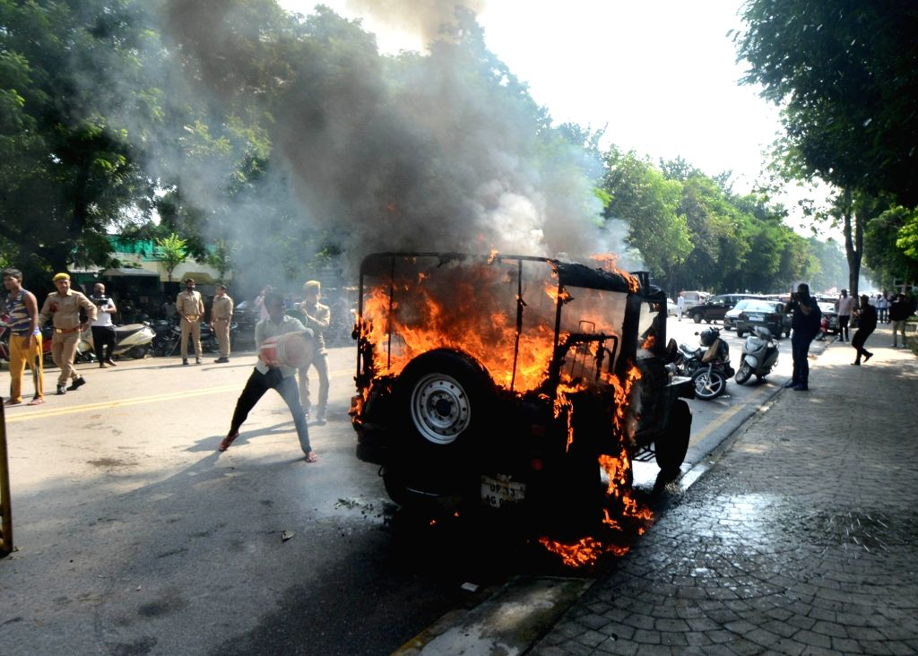 A police jeep set on fire by miscreant outside Geeta Palli police station in Lucknow October 04,2021