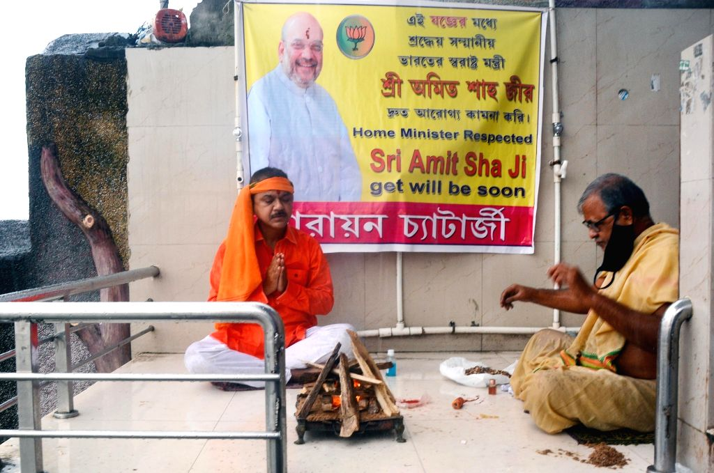 A priest and a supporter of BJP perform 'yagna' for the speedy recovery of Union Minister of Home Affairs Amit Shah who tested positive for COVID 19, in Kolkata on Aug 4, 2020. - Affairs Amit Shah