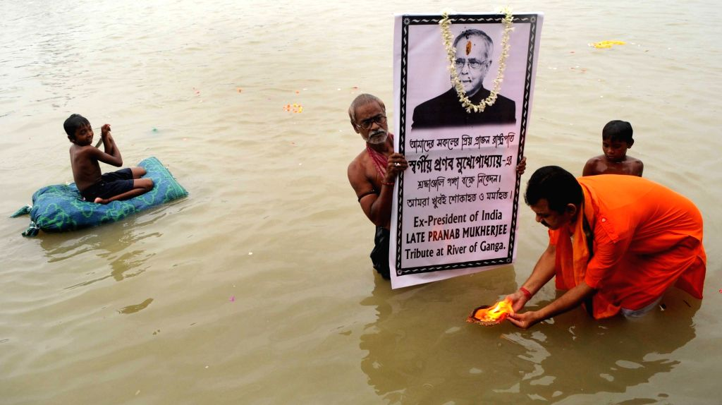 A priest performs rituals on the banks of the Ganga river to pay tributes to former President Pranab Mukherjee and pray for the departed soul, in Kolkata on Sep 1, 2020. - Pranab Mukherjee