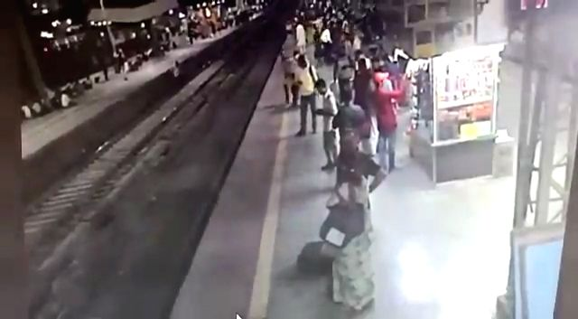 A Railway Police Force official's prompt response helped to save the life of a man who was moments away from being run over by a passenger train at Railway Station. The entire incident has been caught on camera and shared on Twitter by Central Railwa - Piyush Goyal and Anil Kumar