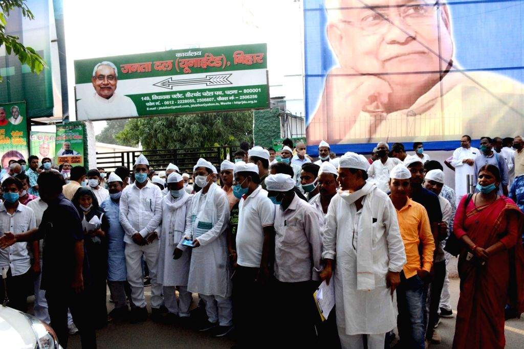 A rush of ticket seekers seen outside JD-U office ahead of the Bihar assembly elections, in Patna on Sep 28, 2020.