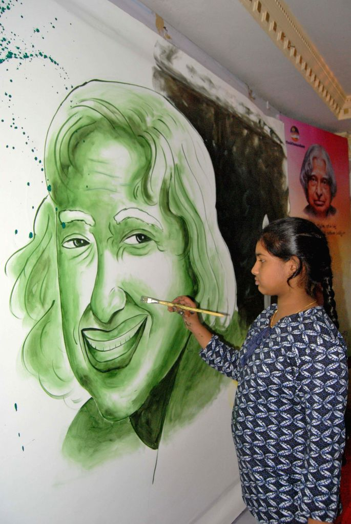 A school student makes a picture of APJ Abdul Kalam on his on his 84th birth anniversary in Hyderabad, on Oct 15, 2015.