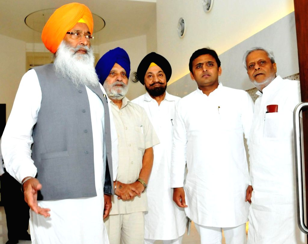 A Sikh delegation meets Uttar Pradesh Chief Minister Akhilesh Yadav in Lucknow regarding prevailing tension in Saharanpur on July 28, 2014. - Akhilesh Yadav