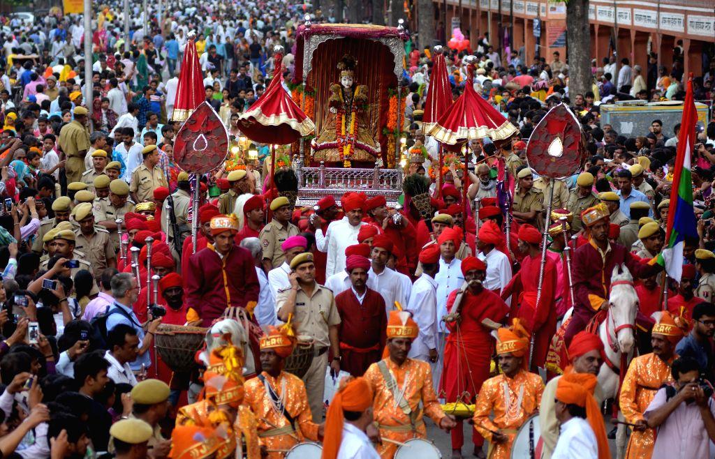 A Teej procession passes through Tripolia Gate in Jaipur on Aug 17, 2015.