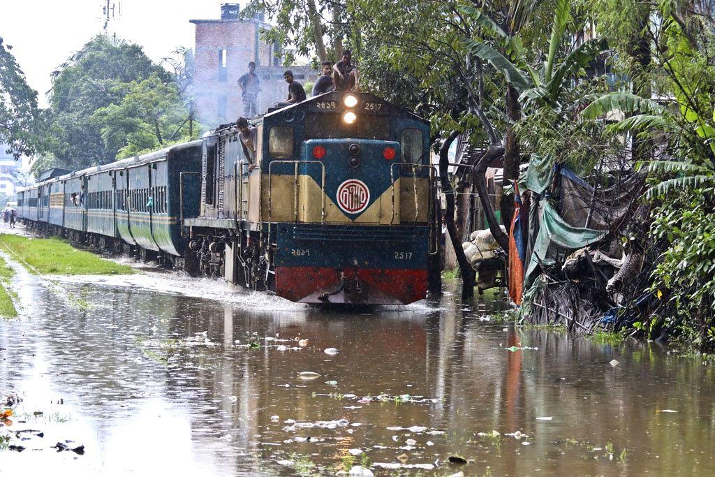 A train struggles through waterlogged tracks at Gandaria Rail Station after heavy rains lashed Dhaka, in Bangladesh on July 23, 2018.