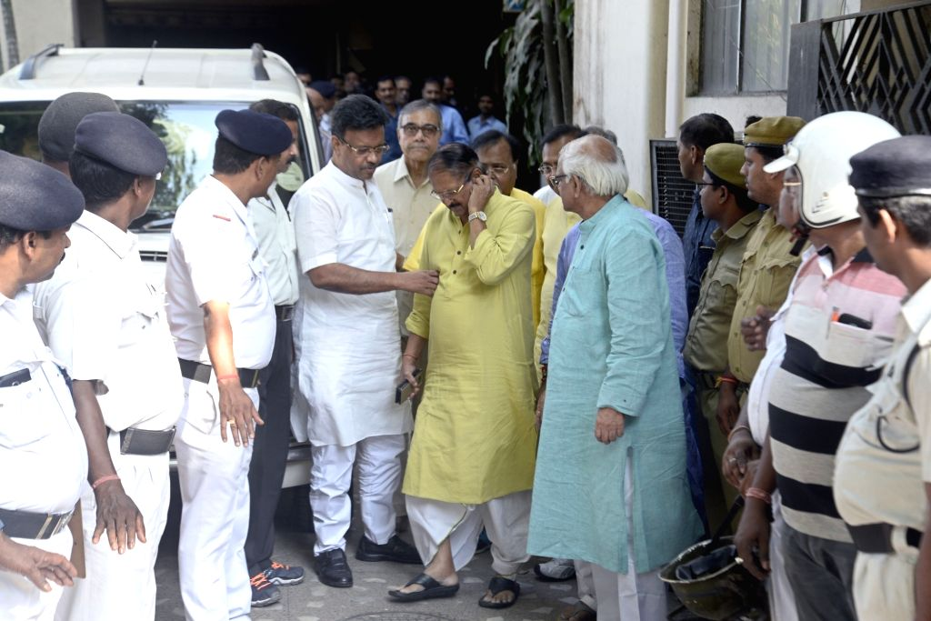 A Trinamool Congress (TMC) delegation after meeting State Election Commissioner A K Singh ahead of Panchayat polls, in Kolkata on April 5, 2018. (*Photo: IANS)