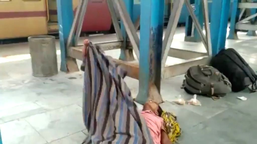 A video of a toddler pulling the shroud from the dead body of her mother in Bihar's Muzaffarpur railway station has gone viral on social media, highlighting the tragedy of the migrant workers going back to their native places.