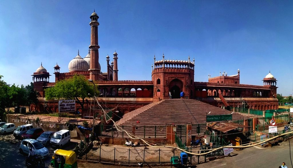 A view of Jama Masjid area during the Curfew day in New Delhi on Saturday, 17th April, 2021.