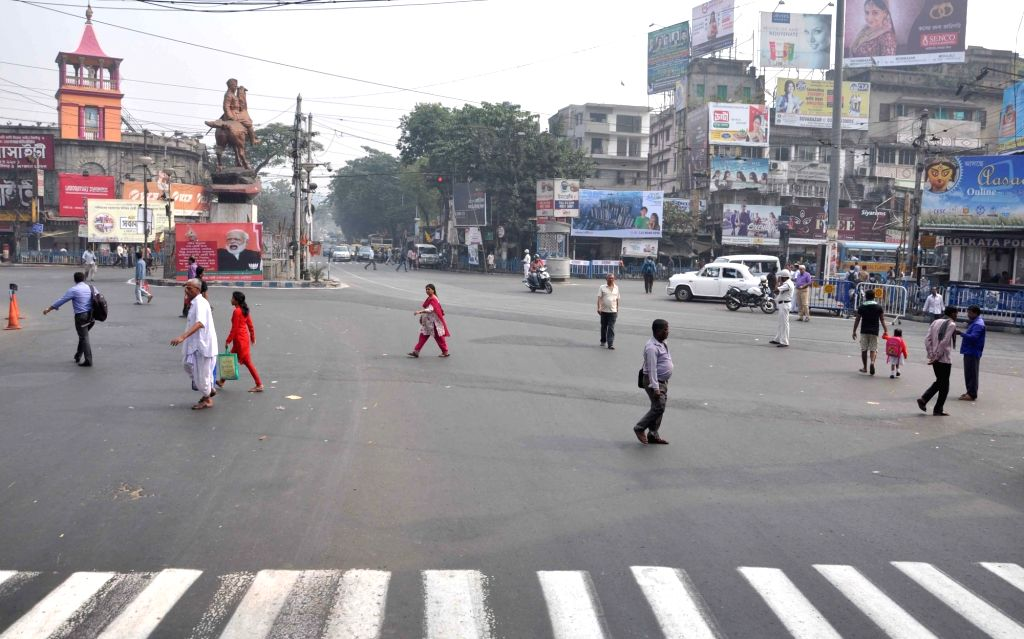 A view of Kolkata roads during the 12-hour general strike called by 18 Left and other parties against demonetisation in Kolkata, on Nov 28, 2016.